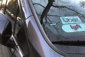 Uber offers to pay for drivers' health insurance, and then yanks it away